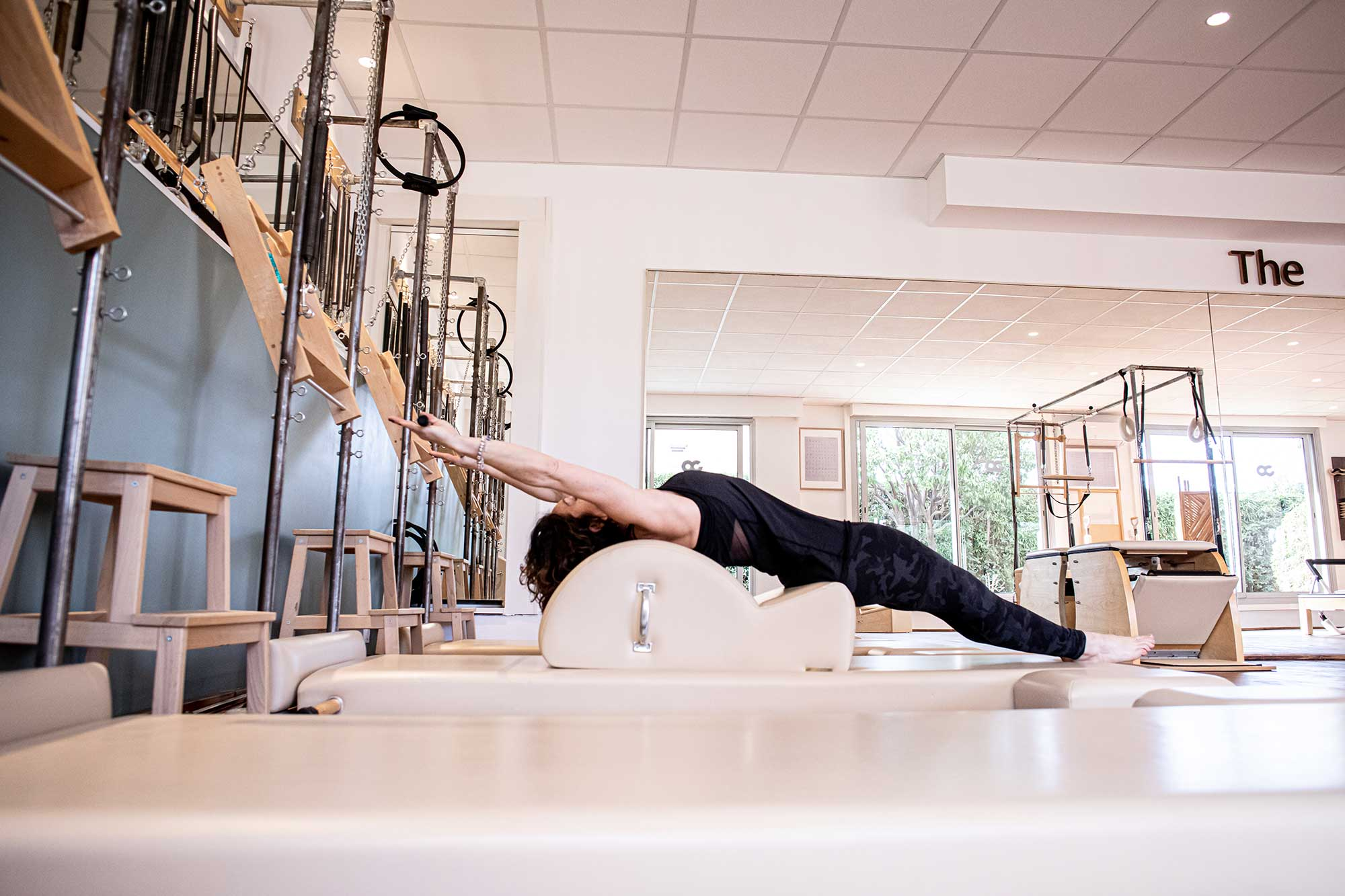 Un professeur de pilates